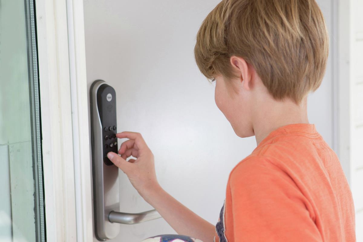Tidssvarende YALE Elektronisk boliglås 2 - Obs BYGG: Billig byggevarehandel DI-48