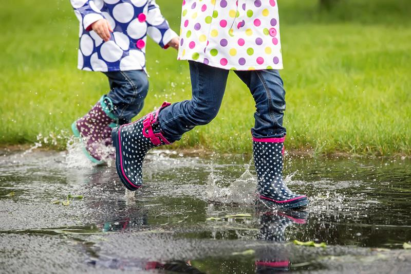29c09ff52 Slik kan du vite om barnas regntøy holder vann - Obs: Smarthandel