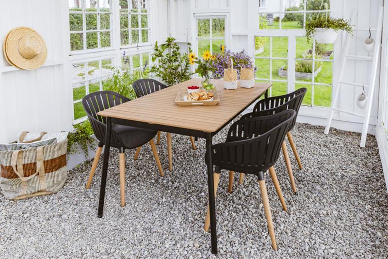 Vera gruppe 1 bord 147 cm + 4 stoler Obs BYGG